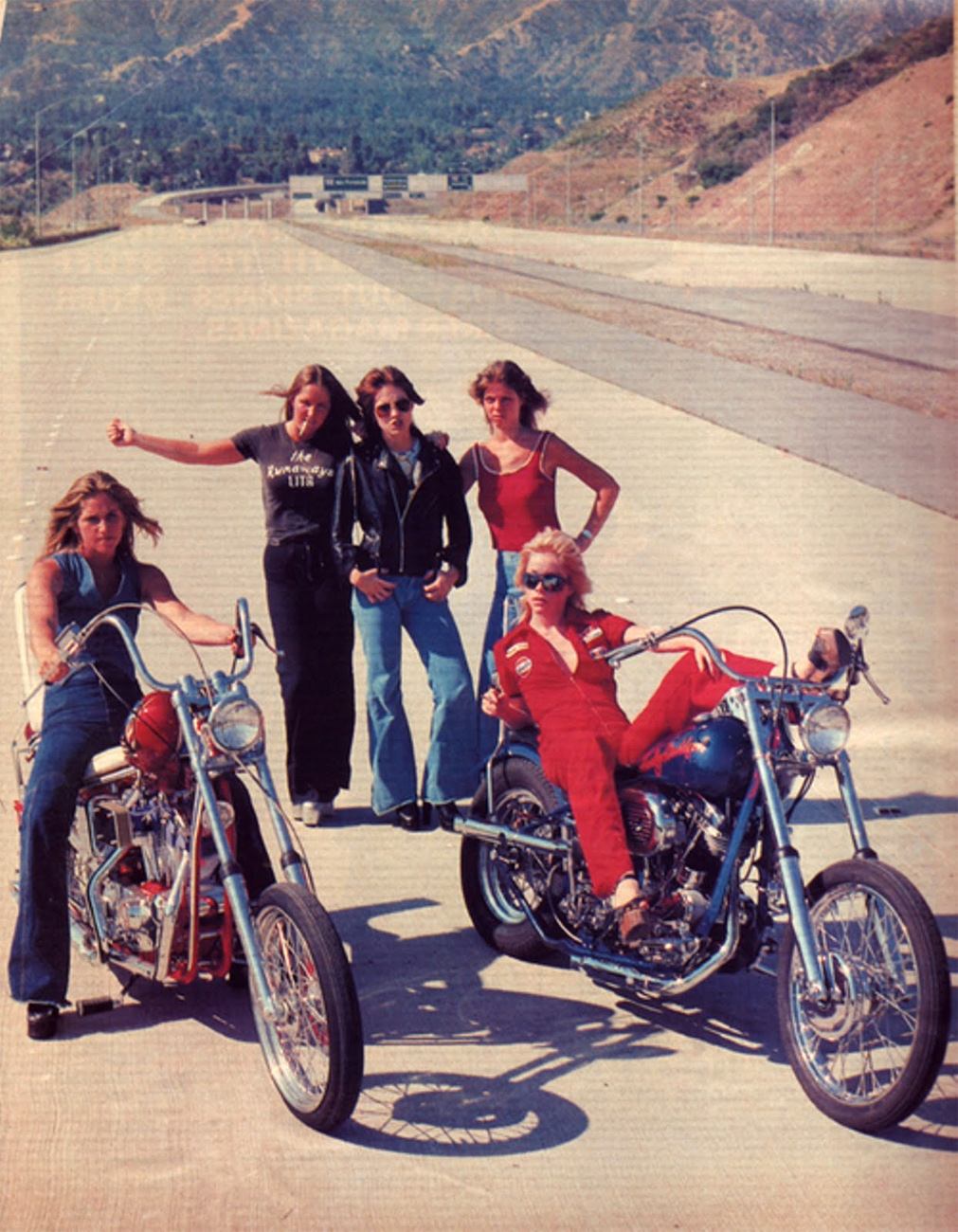 70s-moto-women-biker-girls-freeway